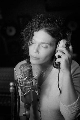 Amadhia, singer